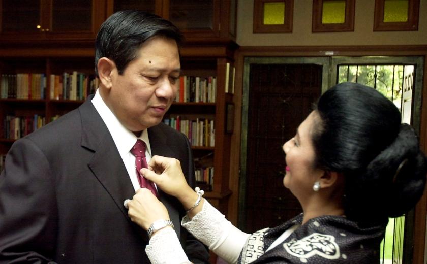 sby mau dilantik 2004