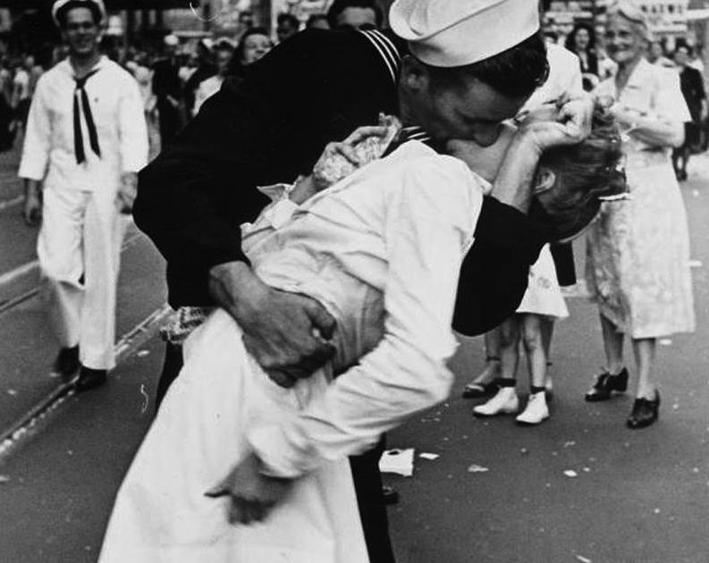 vj-day-kiss-alfred-eisenstaedt